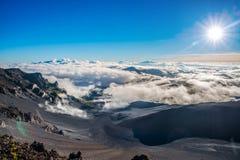 日出, Haleakala火山的破火山口,毛伊,夏威夷 免版税图库摄影