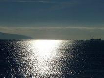 日出 在Tsemess海湾的清早 秋天, 11月 Novorossiysk,俄国 库存图片