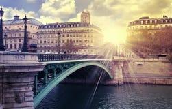 日出巴黎河 库存图片