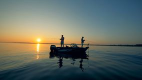 日出waterscape几个人钓鱼 股票录像