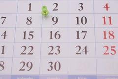 日历和绿色夹子 免版税库存照片