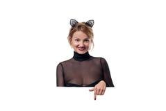 日历概念日期冷面万圣节愉快的藏品微型收割机说大镰刀身分 有狂欢节猫耳朵的妇女 免版税图库摄影