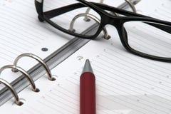 日历活动玻璃笔 免版税库存图片
