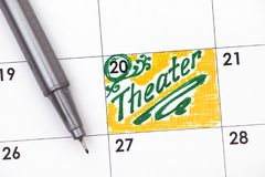 日历的提示剧院与绿色笔 免版税库存照片