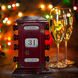 日历,玻璃12月31日,用香槟 图库摄影