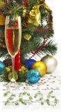 日历2016年 圣诞节装饰和香槟玻璃的图象 库存图片