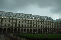 日多雨的巴黎 库存图片