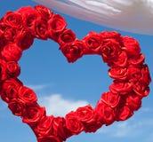 日对二使用华伦泰视频婚礼的被迷恋的结构金重点邀请可能的红色注册s 免版税库存图片