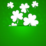 日帕特里克s st 在绿色背景的一棵三叶草与退化 免版税库存图片