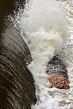 日志劳斯Afront运河瀑布 库存图片