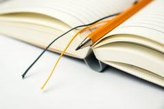 日志和铅笔在白色 免版税图库摄影