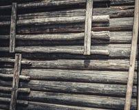 日志墙壁 免版税库存照片