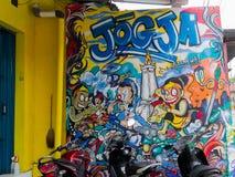 日惹,印度尼西亚- 2011年11月30日:街道在墙壁上的艺术街道画在Bromo街道附近在印度尼西亚 库存照片