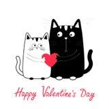 日愉快的华伦泰 逗人喜爱的动画片黑色白猫男孩和拿着红色心脏的女孩家庭 全部赌注夫妇在日期 滑稽的字符se 免版税库存照片