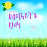 日愉快的母亲 您的祝贺卡片的现实问候横幅在与花的春天背景,绿草 免版税库存照片