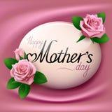 日愉快的母亲 看板卡开花问候 作为背景的桃红色丝织物 免版税库存图片
