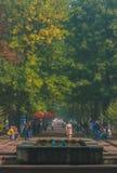日托米尔,乌克兰- 2017年8月14日:享受夏天的人们在加加林` s公园 库存图片