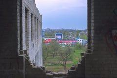 日托米尔,乌克兰- 2014年5月05日:室外的人们 免版税库存照片