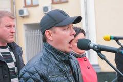日托米尔,乌克兰- 2015年5月5日:激进党Oleg Lyashko的领导人支持的企业家的要求 免版税库存照片