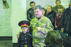 日托米尔,乌克兰- 2014年10月10日:Petro波罗申科总统在开头坦克工厂参与了 免版税图库摄影