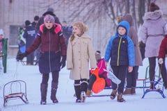 日托米尔,乌克兰- 2016年1月11日:Sledding在冬天 免版税库存照片
