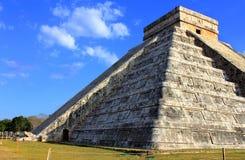 日昼夜平分点玛雅金字塔 免版税库存照片
