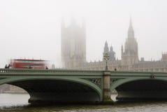 日有雾的威斯敏斯特 库存图片