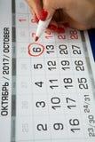 日期2017年10月6日在日历被标记 免版税库存图片