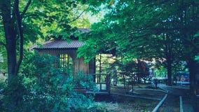 日本亭子在庭院里 免版税图库摄影