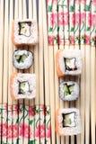 日本人卷和筷子 免版税图库摄影