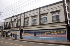 日本人和外国人此外旅客走和参观 库存照片