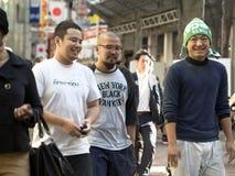 年轻日本人在东京 库存图片
