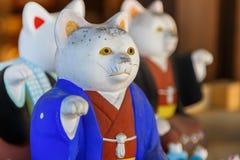 日本人在Sumiyoshi Taisha寺庙的Neko魅力在大阪 免版税库存照片