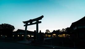 日本人寺庙门剪影阴影 免版税库存图片