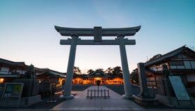 日本人寺庙门剪影 库存照片