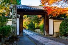 日本人寺庙门  免版税图库摄影