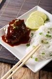 日本人汉堡牛排或hambagu用调味汁和米线分类 图库摄影