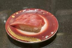 日本人由蓝色飞翅金枪鱼做的托罗寿司伟大和昂贵 库存图片
