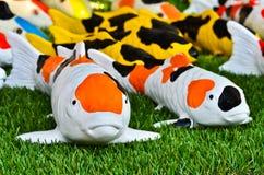 日本人Koi鲤鱼小雕象 免版税库存照片