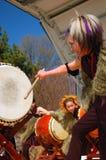 日本人Taiko打鼓的示范 库存图片