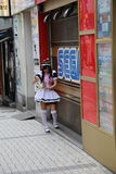 日本佣人在秋叶原东京,日本 图库摄影