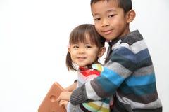 日本使用与摇马的兄弟和姐妹 免版税库存照片