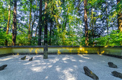日本假山花园视图 图库摄影