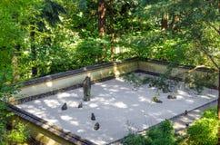 日本假山花园 库存图片