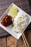 日本午餐:汉堡牛排或hambagu与调味汁和米noo 免版税库存图片