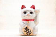 日本召唤的猫叫Manekineko 免版税库存图片