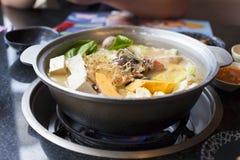 日本和亚洲烹调 在背景的热的罐 库存图片
