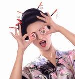 日本和服的少妇有筷子和寿司卷的 库存照片