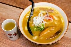 日本咖喱乌龙面用猪肉 免版税库存照片