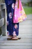 日本女孩佩带的yukata 免版税库存图片